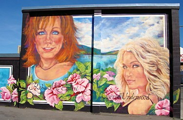 Reba McEntire and Carrie Underwood Mural